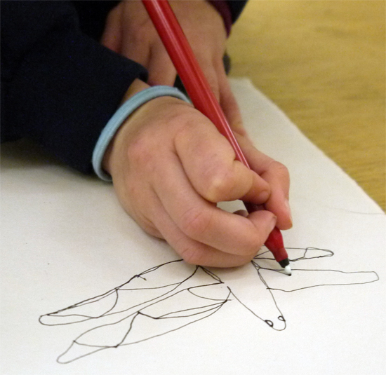Using images of insects as inspiration, children make 4minute continuous line drawings in pen as a warm-up exercise to encourage close looking and to get their fingers moving.