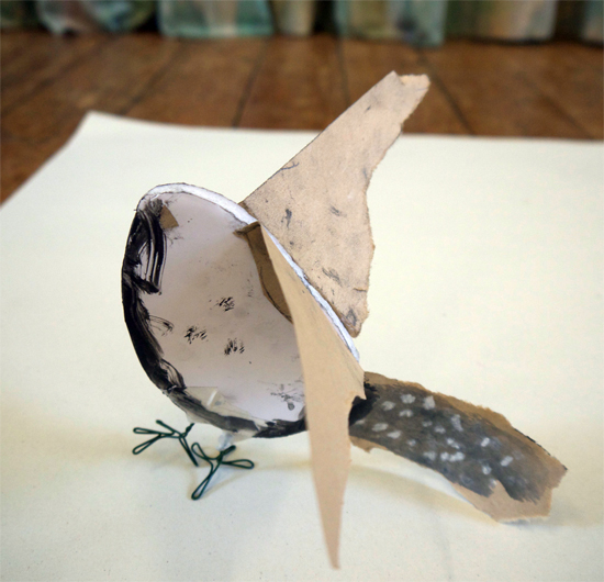 Combines drawing and making. Children explore mark-making to create feather-inspired paper, and then use this, and foamboard and wire, to make a bird.