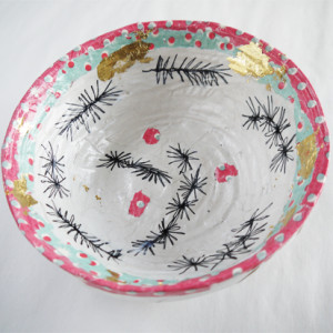 Children aged 6 to 10 work with Paula Briggs to bring together their drawing and making skills to make Christmas bowls!