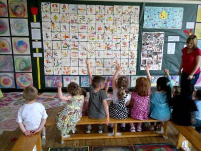 Tracy McGuinness-Kelly creates a  beautiful collaborative piece of work with children for permanent display inside a school.