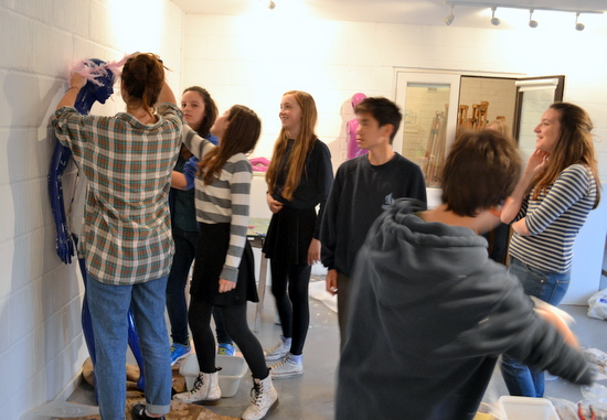 Students of AccessArt's Experimenatl drawing class work as a team creating art works for the Mitcham's Models Project