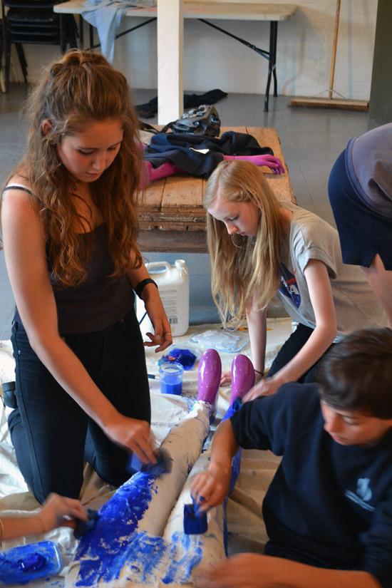 Mia, Ella and Ingo paint the skinny jeans