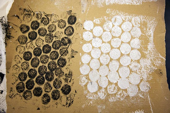 Prtinting from bubble wrap to create textured paper