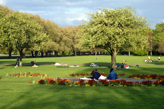 Students drawing on Jesus Green