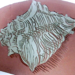 Making scratched drawings in clay