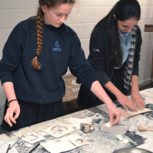 In this one and a quarter hour long session, teenagers work with Sheila Ceccarelli to explore drawing rocks found on the beach and build drawings with modroc and graphite.