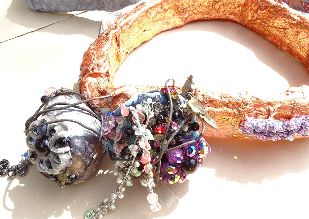 Supersized jewellery!