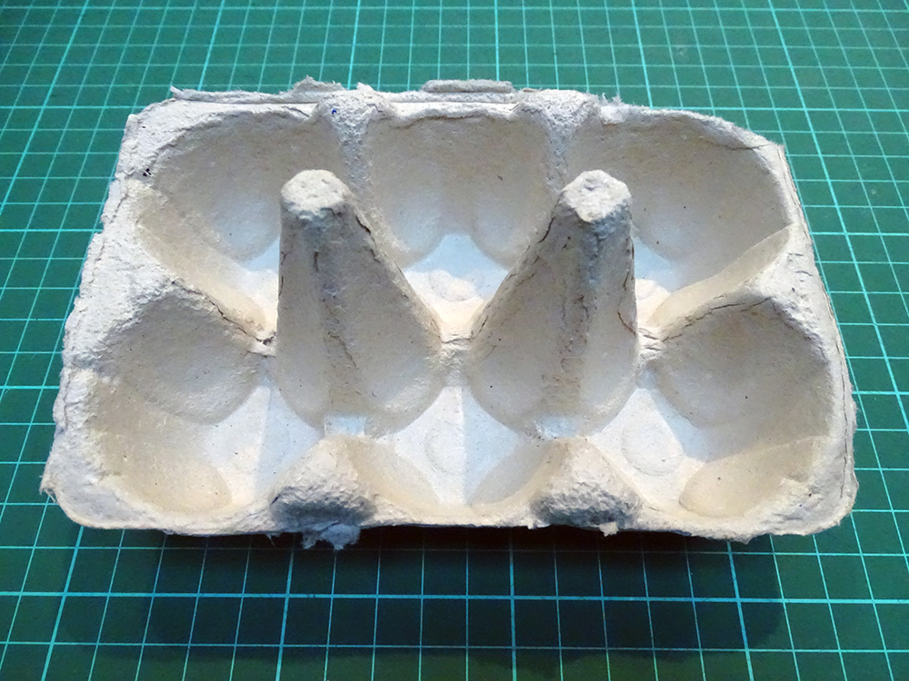 Egg box with upright sections