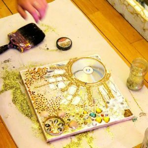 Making decorative images with glitter and beads