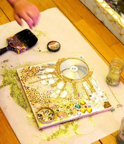 Pupils have fun playing with materials that glitter and sparkle, developing their design and making skills to produce personalised brooches, decorative images of celebrities and gorgeous treasure glitter boards. Finally, they explore portrait drawing, creating a sparkly 'selfie'!