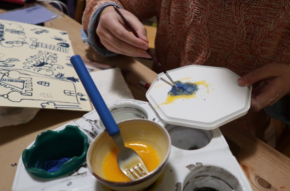 Mixing blue pigment into egg - West Wind - SC
