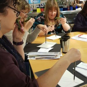 20190309_111930Teachers are taking on a sensory drawing exercise with Mediterranean scents from herbs