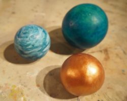 This post was inspired by the Japanese art of dorondongo, where mud and dirt are shaped and buffed into highly polished spheres. We made clay spheres and other simple forms in clay, and once dry, painted them with ink and acrylic.