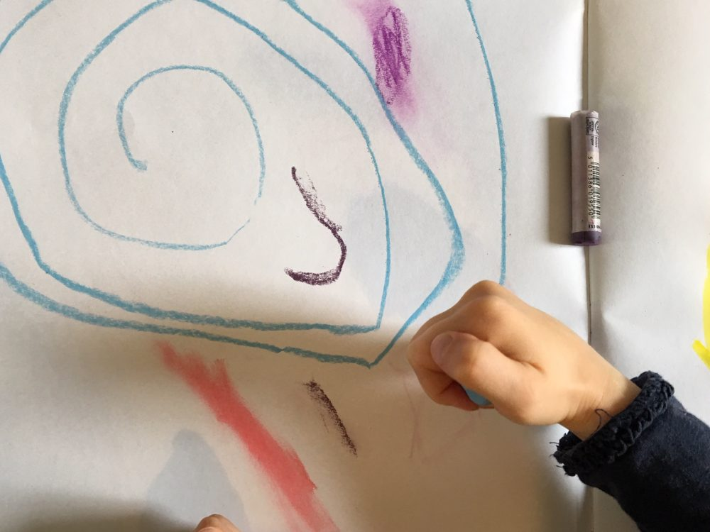 Using chalk pastels to create marks that can be smudged